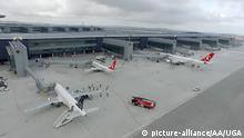 17.10.2018*****ISTANBUL, TURKEY - OCTOBER 17: (----EDITORIAL USE ONLY 'Äì MANDATORY CREDIT - IGA/ HANDOUT - NO MARKETING NO ADVERTISING CAMPAIGNS - DISTRIBUTED AS A SERVICE TO CLIENTS----) Three THY planes are seen as the final operational trial is carried out with three thousand personnels at the new Istanbul Airport which will be formally opened on Oct. 29., in Istanbul, Turkey on October 17, 2018. IGA / Handout / Anadolu Agency | Keine Weitergabe an Wiederverkäufer.