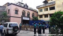 Bangladesch - Polizei vor Gerichtsgebäude zur Urteilverkündigung Khaleda Zia