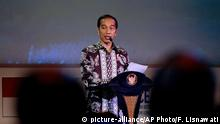 Indonesia President Joko Jokowi Widodo delivers his speech during the opening at Our Ocean Conference in Bali, Indonesia Monday, Oct. 29, 2018. The two-day meeting focuses on generating commitments and taking actions to maintain the sustainability of our oceans. (AP Photo/Firdia Lisnawati) |