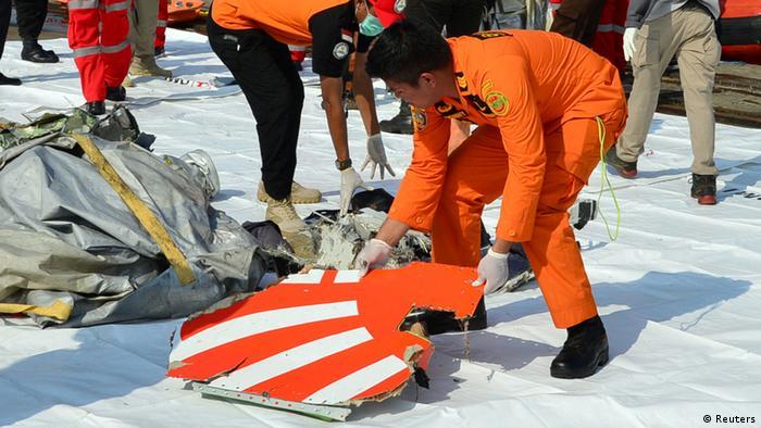 Partes del Boeing 737 Max 8 de Lion Air que se estrelló en el mar de Java.