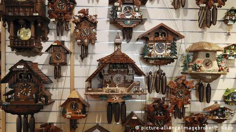 wall full of cuckoo clocks (picture-alliance/imagebroker/F. Kopp)