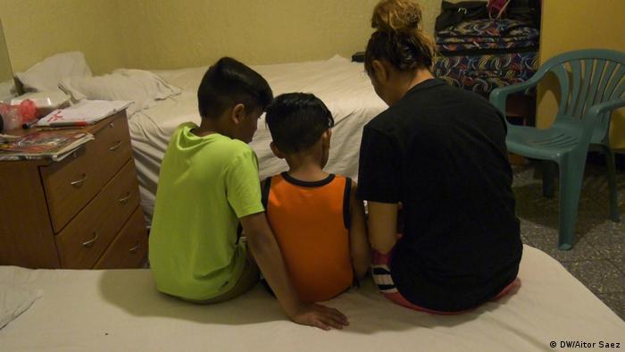 Familia en una habitación. (DW/Aitor Saez)