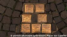 Gedenkplatten 1942 deportierter Juden im Gehweg eingelassen, Stolpersteine, Freiburg im Breisgau, Baden-Württemberg, Deutschland, Europa   Verwendung weltweit, Keine Weitergabe an Wiederverkäufer.
