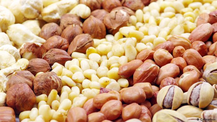 verschiedene Nüsse (Colourbox)