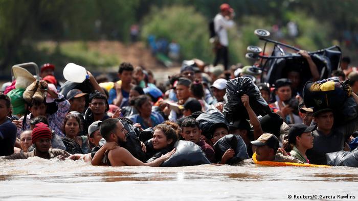 Göçmenler tehlikeli bir yolculuk sonrası ABD ulaşmayı hedefliyor