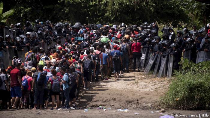 Mittelamerikanische Migranten auf dem Weg in die USA (picture-alliance/S. Billy)