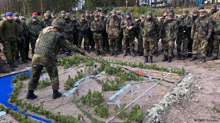 Немецкие военные во время маневров НАТО (фото из архива)