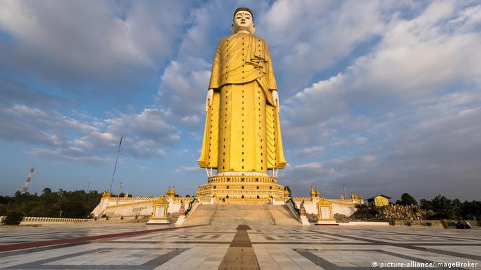 Статуя Будди у М'янмі
