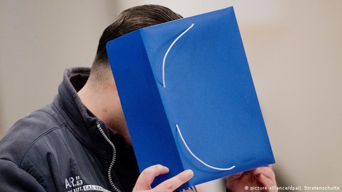 Były pielęgniarz Niels Hoegel przyznał się do stu morderstw