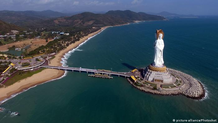 Guanyin of Nanshan statue (picture-alliance/Photoshot)
