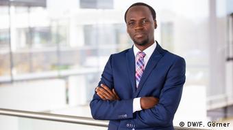DW Bonn | Fred Muvunyi, Englisch für Afrika
