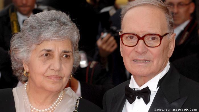 Ennio Morricone mit Ehefrau Maria Travia (picture-alliance/dpa/D. Deme)