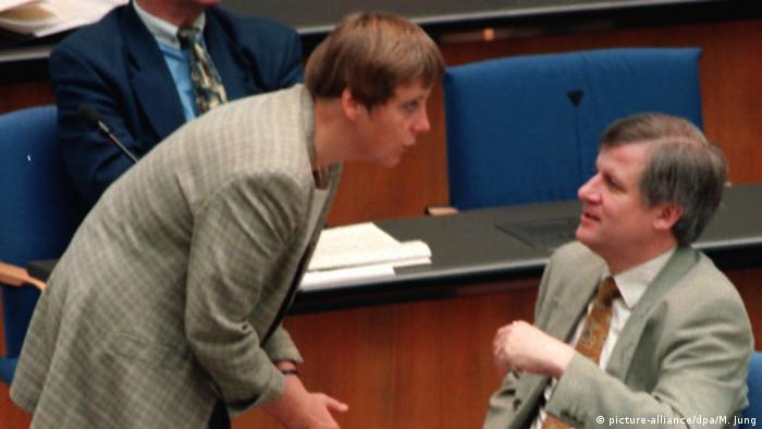 Bildergalerie Seehofer Merkel (picture-alliance/dpa/M. Jung)