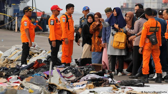 Indonesian divers locate crashed Lion Air black box