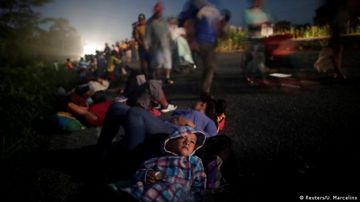 Un niño, hijo de Glenda Escobar, una migrante de América Central varada en la frontera entre México y Estados Unidos.