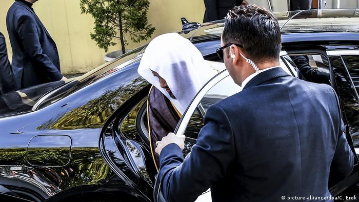 Saudi Prosecutor show getting in car (picture-alliance/dpa/C. Erok)