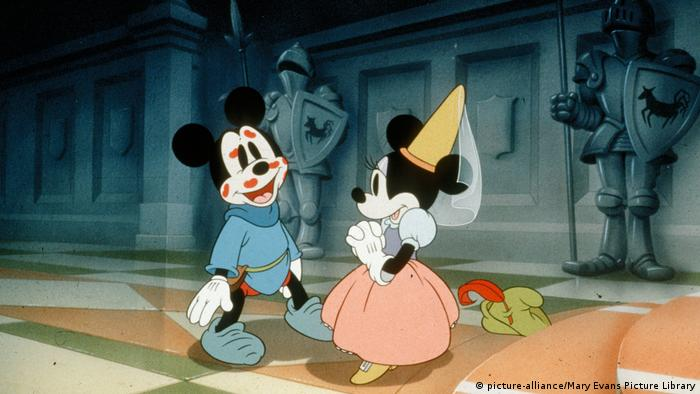 Scene from The brave Little Tailor, Mickey Mouse and Minnie Mouse (picture-alliance/Mary Evans Picture Library)