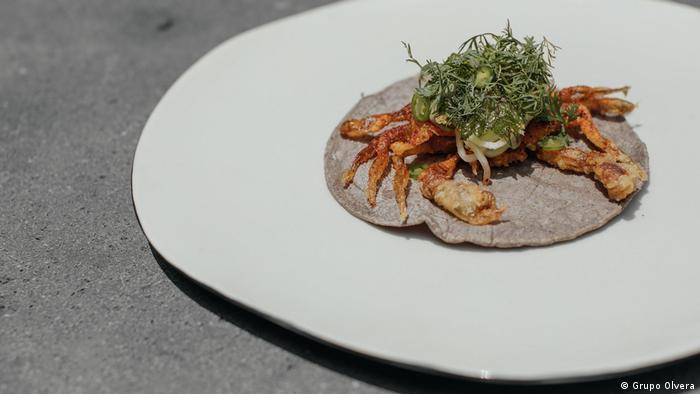 Con su tercer lugar latinoamericano, el restaurante Pujol es el mexicano mejor ubicado y encabeza los 11 restaurantes de ese país, el con mayor número en el ranking regional. En Pujol se funden las tradiciones de la milenaria cocina mexicana, con sofisticación y creatividad. Buen ejemplo, este taco de jaiba desnuda.