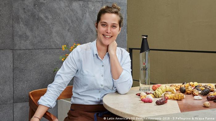 El premio a la mujer chef del año recayó en la peruana Pía León. Además de compartir el segundo lugar de los 50 mejores por el restaurant Central, con el chef Virgilio Martínez, destaca por su propuesta independiente con su propio establecimiento, Kjolle. Con 31 años, es la más joven en recibir este galardón.