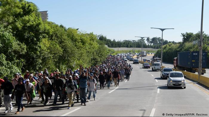 Caravana de cerca de 5 mil migrantes centro-americana ruma para os EUA