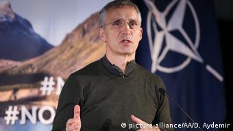 Norwegen - NATO-Generalsekretär Jens Stoltenberg beim Trident Juncture 18 (picture-alliance/AA/D. Aydemir)