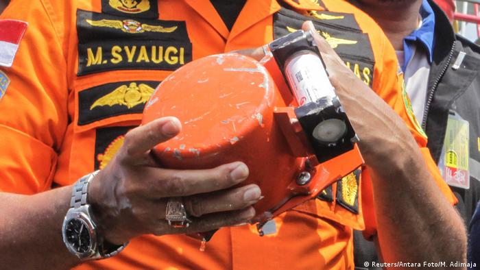 An Indonesian official displays part of the black box from crashed Lion Air flight JT610 (Reuters/Antara Foto/M. Adimaja)