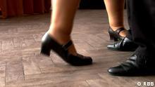 Titel: Tango Schlagworte: fit Copyright:RBB Bildbeschreibung: Still aus RBB Beitrag: 'Tango gegen Parkinson' Bitte nur im Zusammenhang mit diesem Beitrag verwenden!