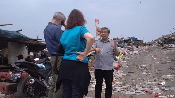 Sugianto Tandio auf der Müllkippe in Tangerang, Indonesien (DW)