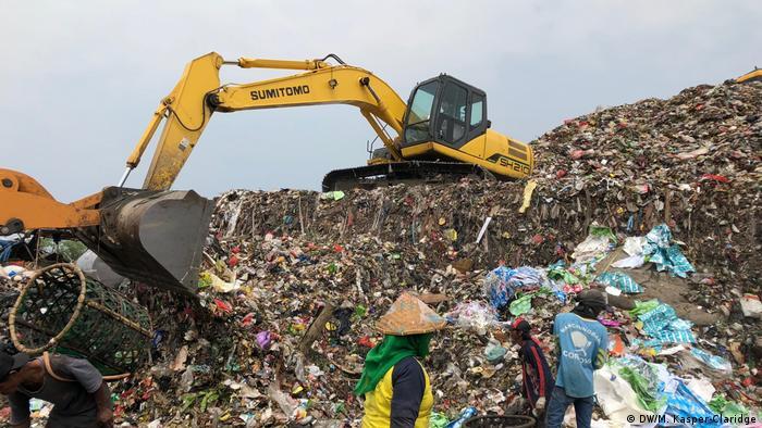 Müllkippe in Tangerang, Indonesien Sugianto Tandio (DW/M. Kasper-Claridge)