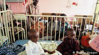 Ghanain toddlers in a health center Photo: Monika Hoegen