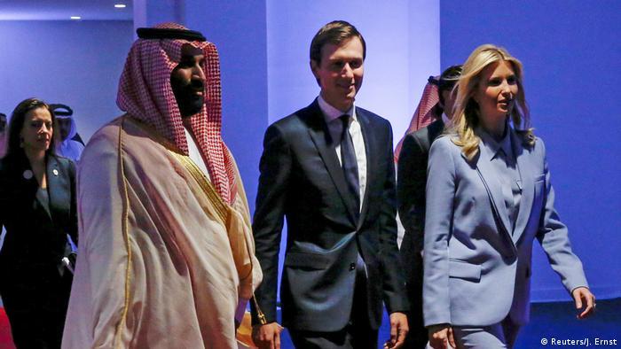 جاريد كوشنير وزوجته إيفانكا ترامب خلال زيارة سابقة للسعودية إلى جانب ولي العهد السعودي محمد بن سلمان