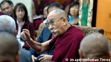 01.11.2018 ++ DHARAMSHALA, INDIA - NOVEMBER 1: Tibetan spiritual leader the Dalai Lama delivers his opening remarks at the dialogue with Chinese scientists on quantum effects from the Main Tibetan Temple on November 1, 2018 in Dharamshala, India. (Photo by Shyam Sharma/Hindustan Times) Dialogue Between His Holiness the 14th Dalai Lama And Chinese Scientists On Quantum Effect PUBLICATIONxNOTxINxIND