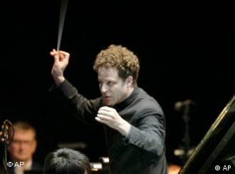 Axelrod conducts an orchestra in Dresden