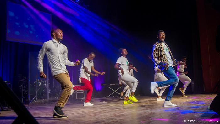 Tansania Dar es Salaam Jeans & T-shirt event (DW/Victor John Tinga)