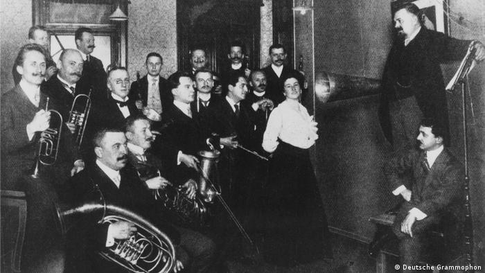 An early recording session for Deutsche Grammophon (Deutsche Grammophon)