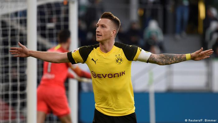 Marco Reus assumes elder statesman role as Borussia Dortmund stay top