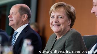 Έχει κάνει κάποια θετικά πράγματα η νυν γερμανική κυβέρνηση αλλά οι πολλοί πολίτες είναι δυσαρεστημένοι, γράφει η Frankfurter Rundschau