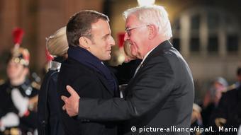 Frankreich 100 Jahre Kriegsende Macron und Steinmeier in Straßburg (picture-alliance/dpa/L. Marin)