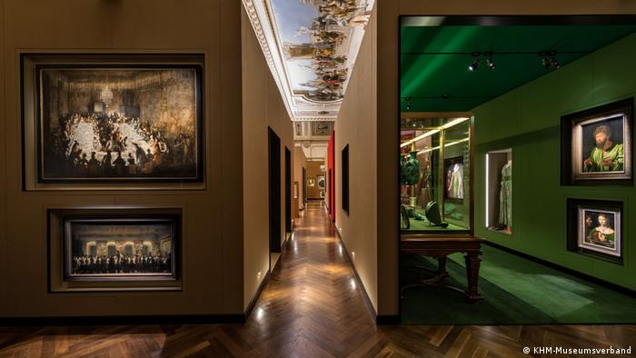 A series of galleries in the museum exhibition, with a hallway cutting through the middle (KHM-Museumsverband)