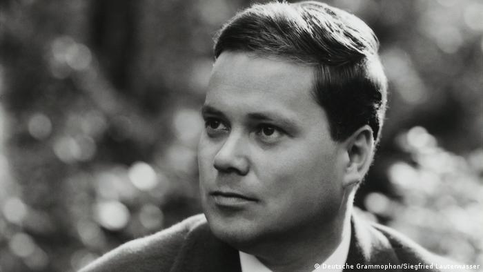 Dietrich Fischer-Dieskau as a young man (Deutsche Grammophon/Siegfried Lauterwasser)
