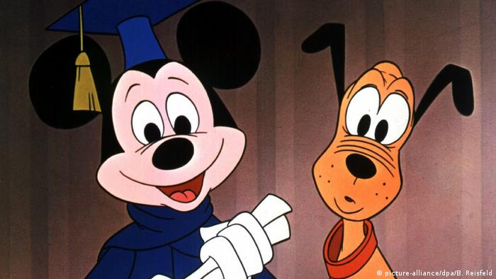 Mickey Mouse and Pluto (picture-alliance/dpa/B. Reisfeld)