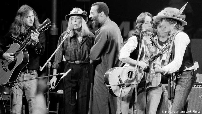 Roger McGuinn, Joni Mitchell, Richi Havens, Joan Baez, Bob Dylan (picture-alliance/AP Photo)