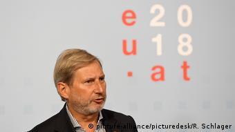 EU-Erweiterungskommissar Johannes Hahn (picture-alliance/picturedesk/R. Schlager)