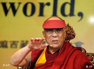 Nur zu ausländischen Medien sprach der Dalai Lama