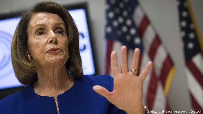 Nancy Pelosi forecasts Democratic victories across the country, but with a small overall margin of victory (picture-alliance/newscom/K. Dietsch)