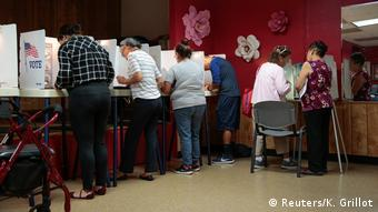 Голосование на одном из участков в Лос-Анджелесе