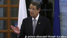 06.11.2018 Cyprus' president Nicos Anastasiades speaks to the media at the presidential palace in divided capital Nicosia, Cyprus, Tuesday, Nov. 6, 2018. Anastasiades holds news conference to elaborate on his vision on how the ethnically split island nation could be reunified as a decentralized federation. (AP Photo/Petros Karadjias) |