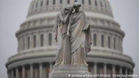 O Tραμπ χάνει την πλειοψηφία στη Βουλή, κρατά τη Γερουσία