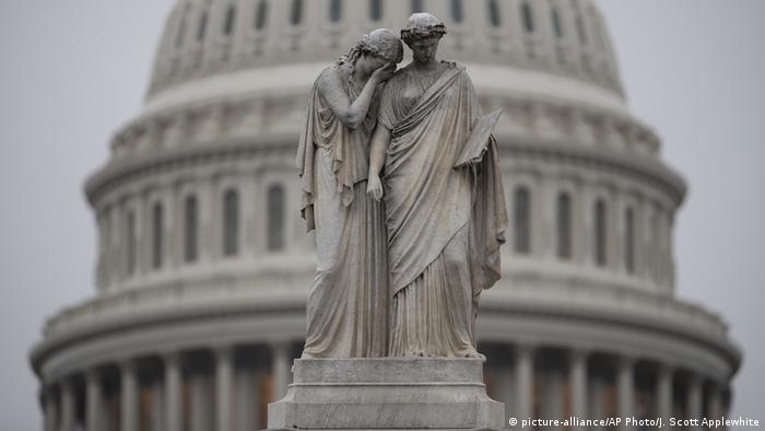 USA Halbzeitwahlen 2018 | midterms | Peace Monument, Kapitol in Washington