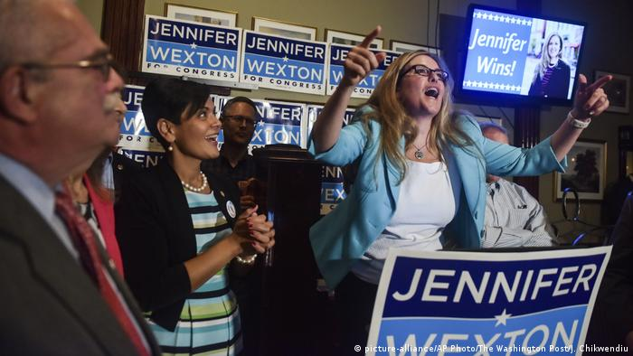 Jennifer Wexton campaigning in Virginia (picture-alliance/AP Photo/The Washington Post/J. Chikwendiu)
